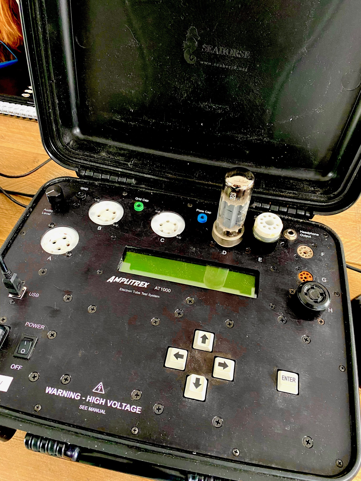 Testing a EL34 on the Amplitrex AT1000 tubetester